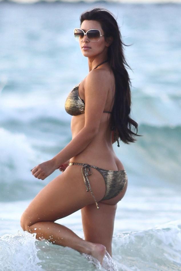 EXCLUSIVE: Kim Kardashian takes a morning walk on the beach in Miami