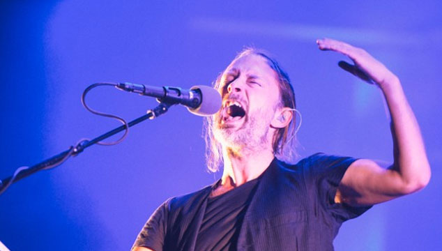 "imagen Atoms for Peace hace un cover en vivo de ""Got To Give It Up"" de Marvin Gaye"