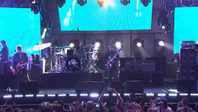 "imagen Kings of Leon toca ""Temple"" y ""Supersoaker"" en el show de Jimmy Kimmel (VIDEOS)"