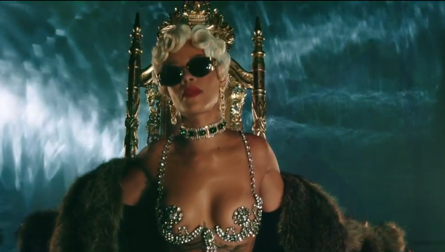 "imagen Rihanna estrena el video de ""Pour it up"""