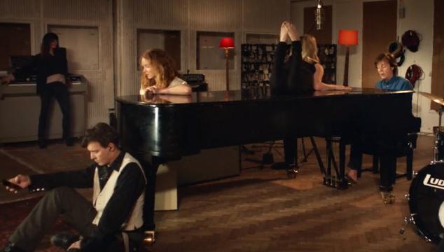 """imagen Paul McCartney estrena el video de """"Queenie Eye"""" con apariciones de grandes estrellas"""