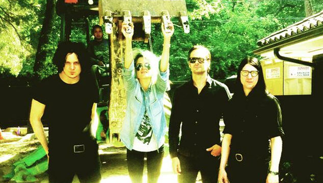 "imagen Escucha un adelanto de ""Open Up (That's Enough)"", el nuevo tema de The Dead Weather"