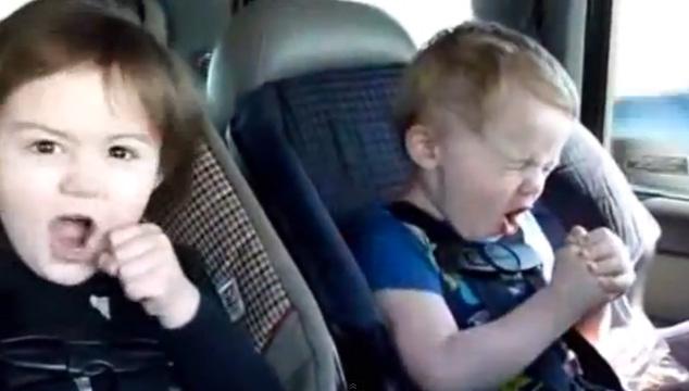 imagen Bebés cantando y bailando rock (VIDEOS + CUCHI)