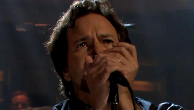 """imagen Pearl Jam toca """"Sirens"""" en el show de Jimmy Fallon (VIDEO)"""
