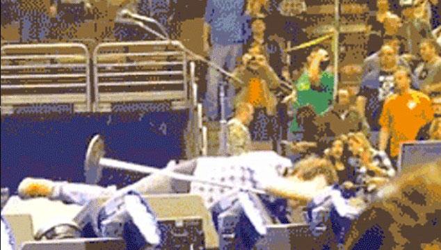 imagen Todas las caídas de Eddie Vedder durante conciertos de Pearl Jam en un solo video