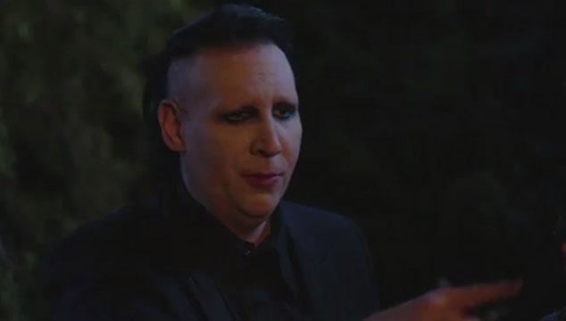 imagen Marilyn Manson cuenta historias de terror en una parodia a '¿Le temes a la oscuridad?' (VIDEO)