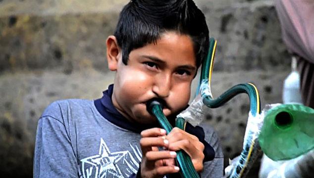 imagen Publican documental sobre niños mexicanos que convierten chatarra en música (VIDEO)