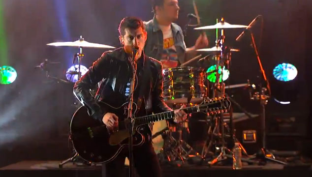 "imagen Arctic Monkeys toca ""Do I Wanna Know?"" y ""R U Mine?"" en Jimmy Kimmel Live! (VIDEOS)"