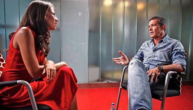 imagen Antonio Banderas recomienda la política económica de Hugo Chávez en entrevista a CNN (VIDEO)