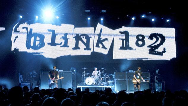 imagen ¡Blink-182 está tocando su disco sin título en vivo!