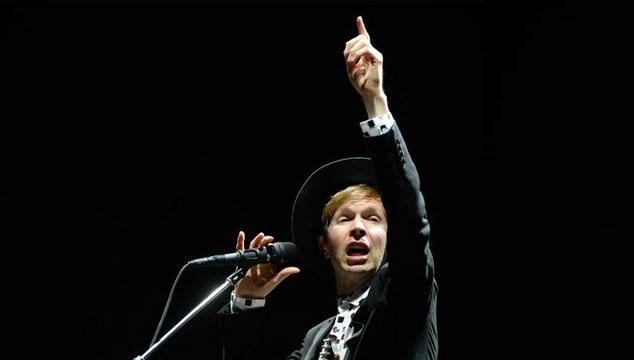 """imagen Beck toca en vivo """"Wave"""", un tema de su próximo disco 'Morning Phase'"""