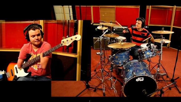 """imagen Un joven sin brazos toca """"Everlong"""" de Foo Fighters en la batería sin problema alguno (VIDEOS)"""