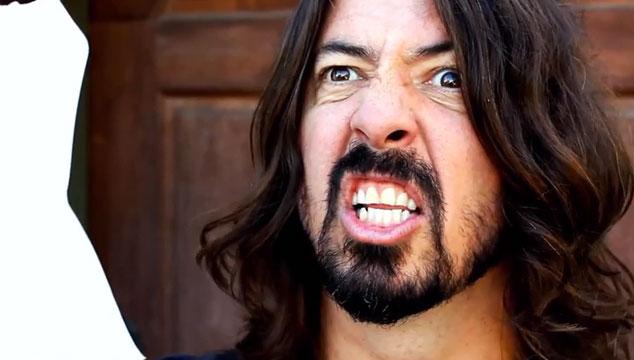 imagen Erik Estrada protagoniza el nuevo y gracioso comercial de Foo Fighters (VIDEO)