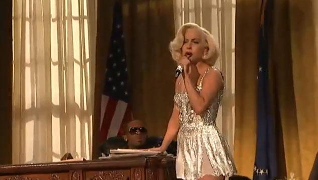 imagen Lady Gaga y R. Kelly parodian a John F. Kennedy y Marilyn Monroe en los AMA's (VIDEO)
