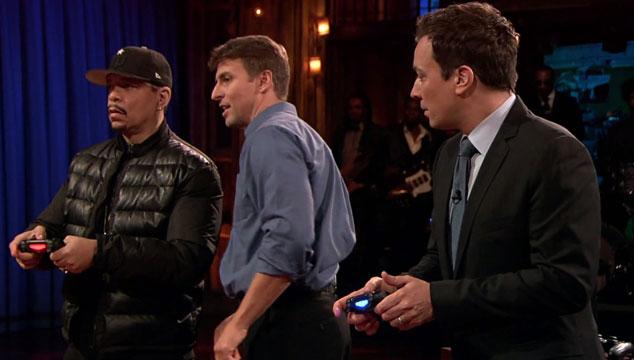 imagen Jimmy Fallon prueba el PlayStation 4 en su programa junto a Ice-T (VIDEO)