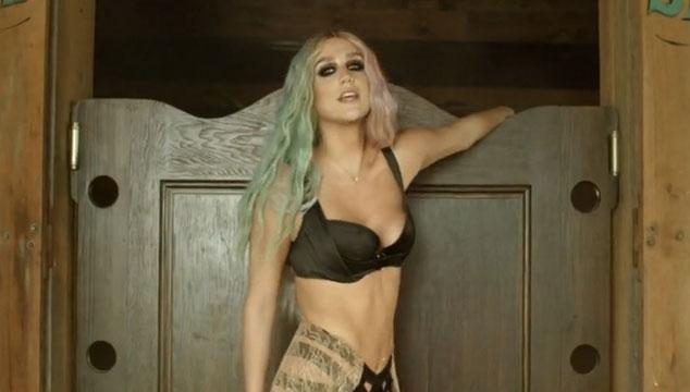 "imagen Pitbull y Ke$ha estrenan el sexy videoclip oficial de ""Timber"""