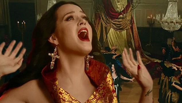 """imagen Katy Perry estrena el videoclip de """"Unconditionally"""""""