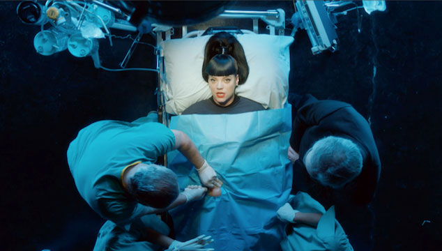 """imagen Lily Allen se burla de la música pop en su nueva canción y video """"Hard Out There"""""""