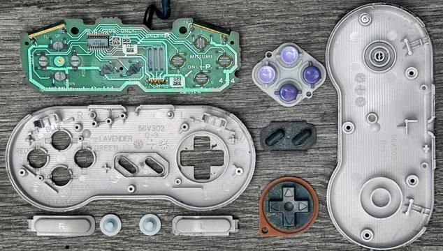 imagen Un fotógrafo muestra el interior de los principales controles de la historia de los videojuegos (FOTOS)