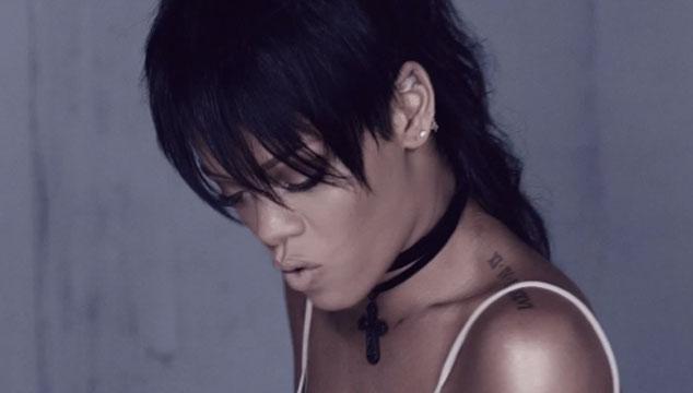 """imagen Rihanna aparece muy triste en """"What Now"""", su nuevo videoclip"""