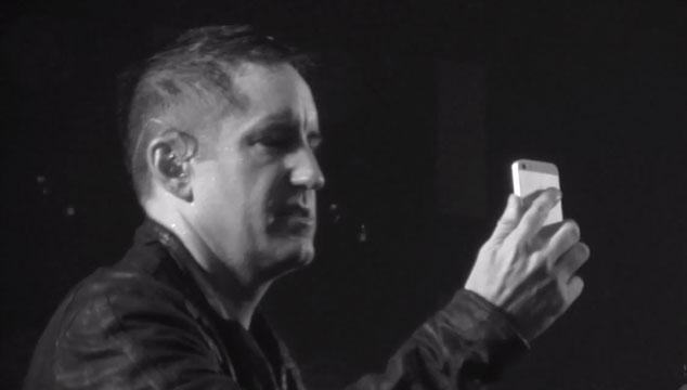 imagen Trent Reznor dedica una canción en vivo por Facetime a un fotógrafo desahuciado (VIDEO)