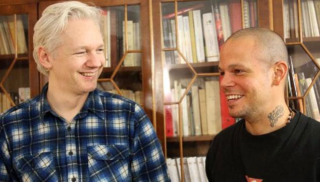 """imagen Calle 13 da un adelanto de su tema """"Multi_viral"""" con Julian Assange, Tom Morello y Kamilya Jubran"""