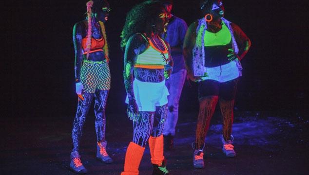 """imagen Major Lazer estrena el fluorescente videoclip de """"Sweat"""""""