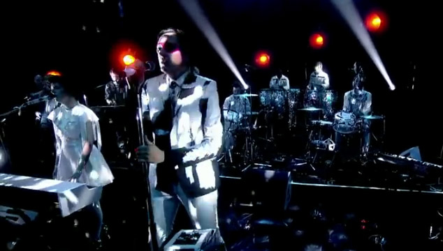 "imagen Arcade Fire toca ""Afterlife"" en The Graham Norton Show (VIDEO)"