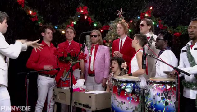 "imagen Arcade Fire canta ""Little Drummer Boy"" para Samuel L. Jackson, Tobey Maguire y Zach Galifianakis"