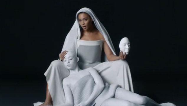 """imagen Beyoncé estrena el videoclip de """"Mine"""" junto a Drake"""