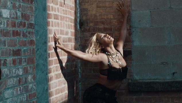 """imagen Beyoncé estrena el videoclip de """"Yonce"""" lleno de chicas sexys"""