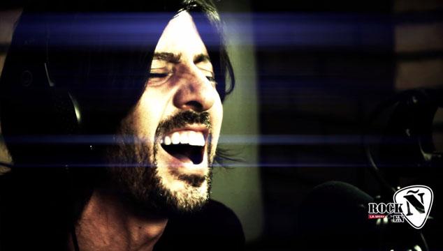 imagen {REYES} interpreta cuatro temas en acústico en el programa radial Rock en Ñ