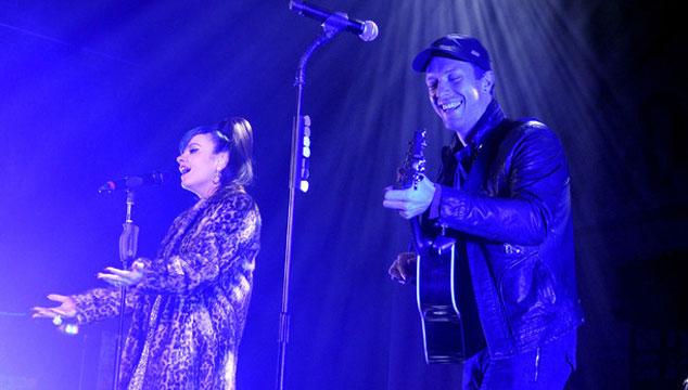 imagen Coldplay y Lily Allen regresan juntos a los escenarios (VIDEO)