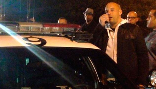 imagen Vin Diesel hace un conmovedor homenaje a Paul Walker en el lugar que murió (VIDEO)
