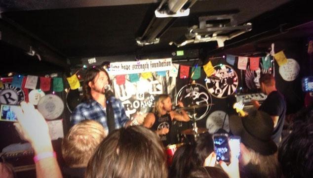 imagen Foo Fighters regresaron a los escenarios con un concierto privado en California (VIDEO)