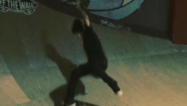 imagen Justin Bieber se cae patinando (VIDEO)