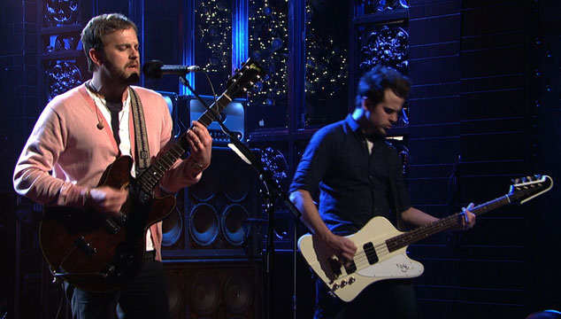 "imagen Kings of Leon toca ""Temple"" y ""Wait for me"" en Saturday Night Live (VIDEOS)"