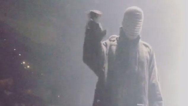 imagen Kanye West botó a una fanática de un concierto (VIDEO)
