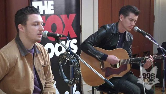 imagen Arctic Monkeys da un concierto en acústico para una emisora canadiense (VIDEOS)