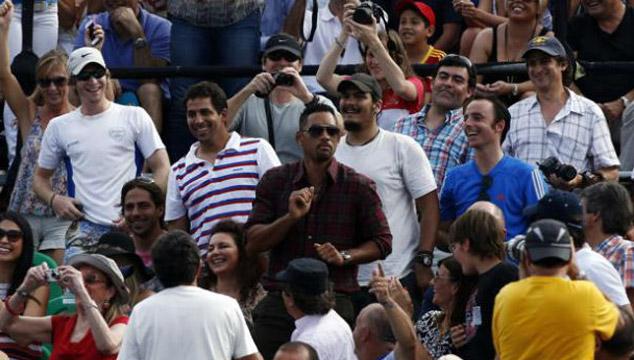 imagen Will Smith le enseña cómo bailar al tenista Novak Djokovic en pleno partido (VIDEO)