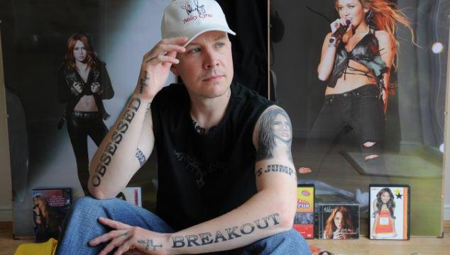 imagen Carl McCoid, el hombre con 22 tatuajes de Miley Cyrus (FOTOS)