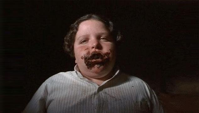 imagen Actores originales de 'Matilda' recrean la famosa escena del pastel de Tronchatoro (VIDEO)