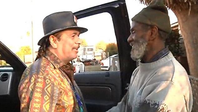 imagen Carlos Santana se reune con su ex baterista que ahora es indigente (VIDEO)