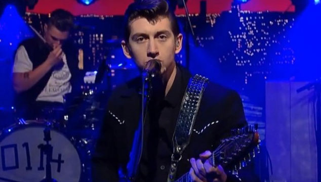 "imagen Arctic Monkeys toca ""Do I Wanna Know?"" en Late Show with David Letterman (VIDEO)"