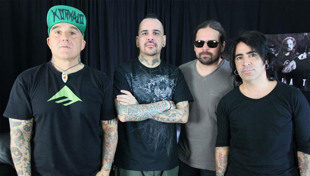 imagen Escucha el disco de De La Tierra (miembros de Maná, Sepultura y Los Fabulosos Cadillacs)
