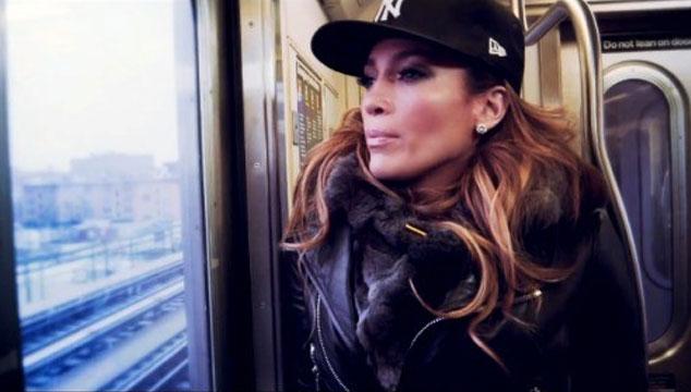 "imagen Jennifer López vuelve a sus orígenes en el videoclip de ""Same Girl"""