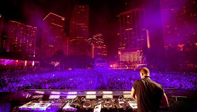 """imagen Tiësto estrena videoclip en vivo para """"Red Lights"""""""