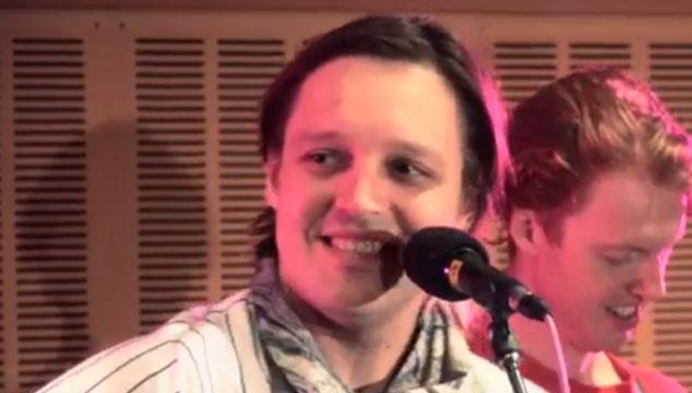 imagen La increíble sesión acústica de Arcade Fire para una radio australiana (VIDEOS + AUDIO)