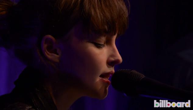 """imagen Chvrches versiona en vivo """"Tightrope"""" de Janelle Monáe"""
