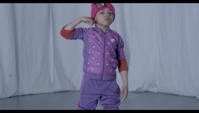 imagen La niña de 6 años que baila breakdance mejor que tú